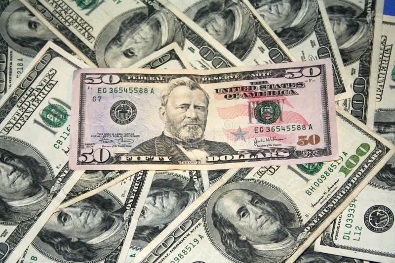 представляет счет доллары доллара 50 100 стоковое фото