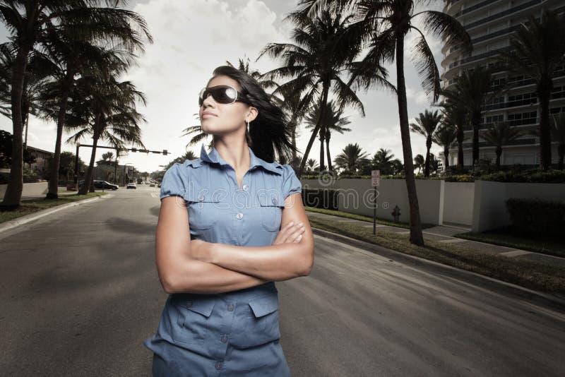 представлять женщину улицы стоковое изображение