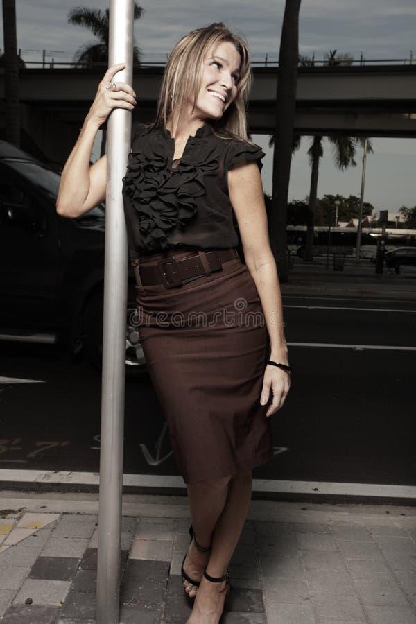 представлять женщину улицы стоковая фотография rf