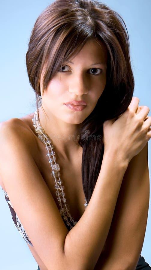 Представлять женщины элегантности молодой красивейший стоковое фото rf