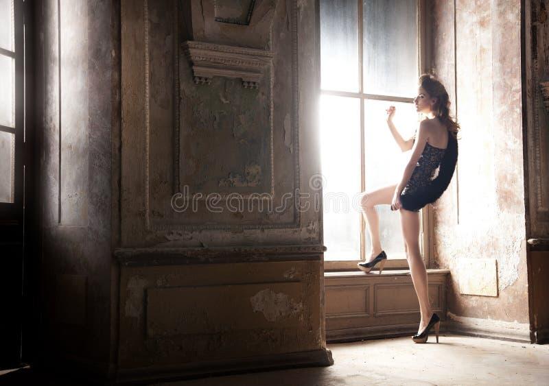 представлять сексуальную женщину стоковое фото rf