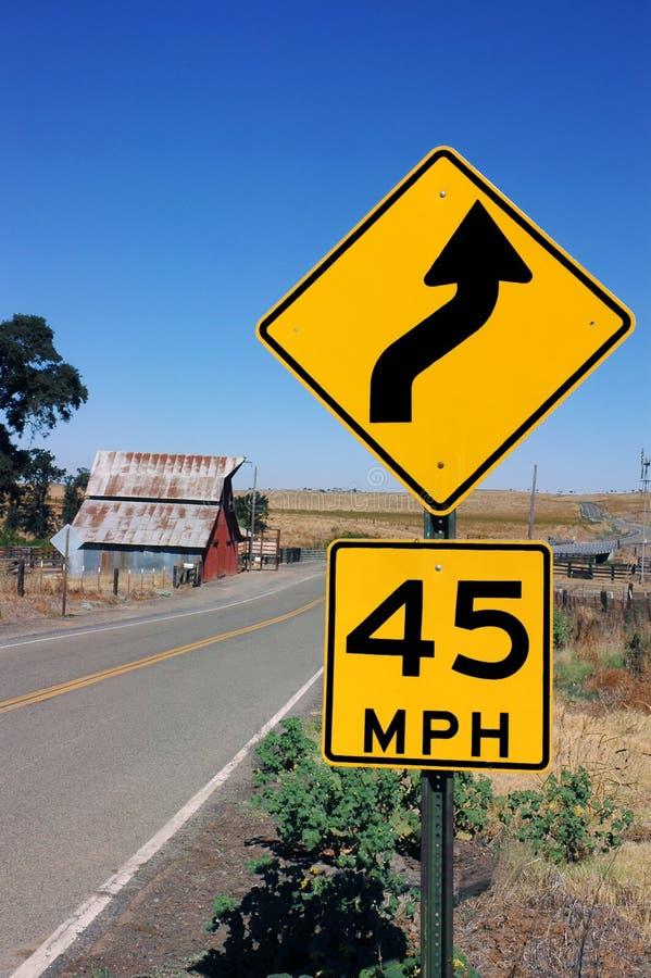 предупреждение дорожного знака кривого стоковые фотографии rf