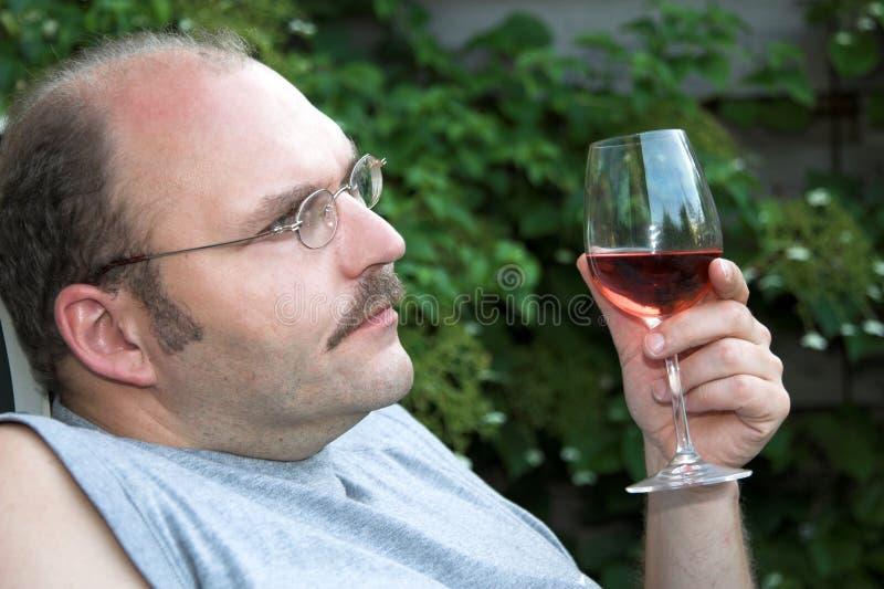 предусматривающ человека жизни серьезного стоковое фото rf