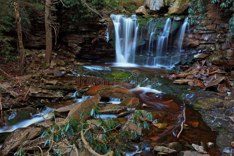предыдущие водопады весны elakala стоковое изображение rf