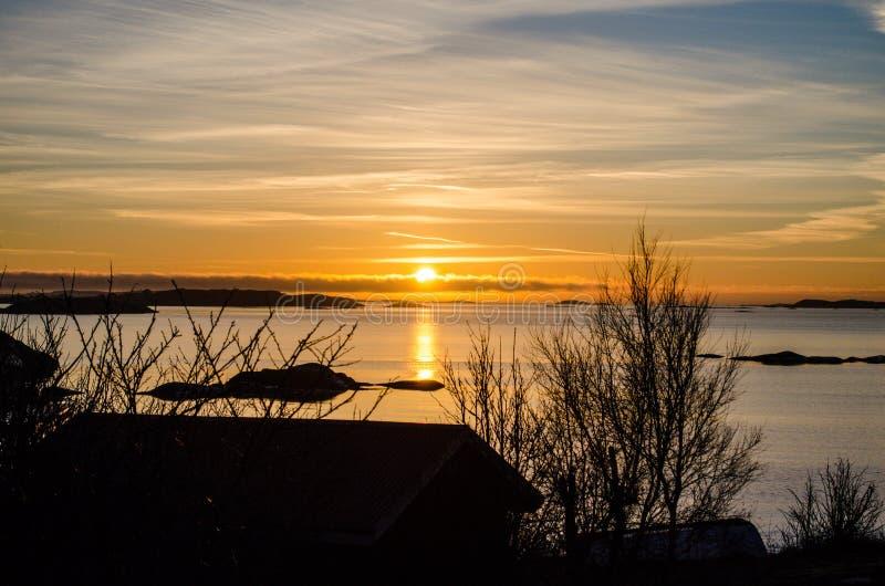 Предыдущий заход солнца в горизонте стоковые фото