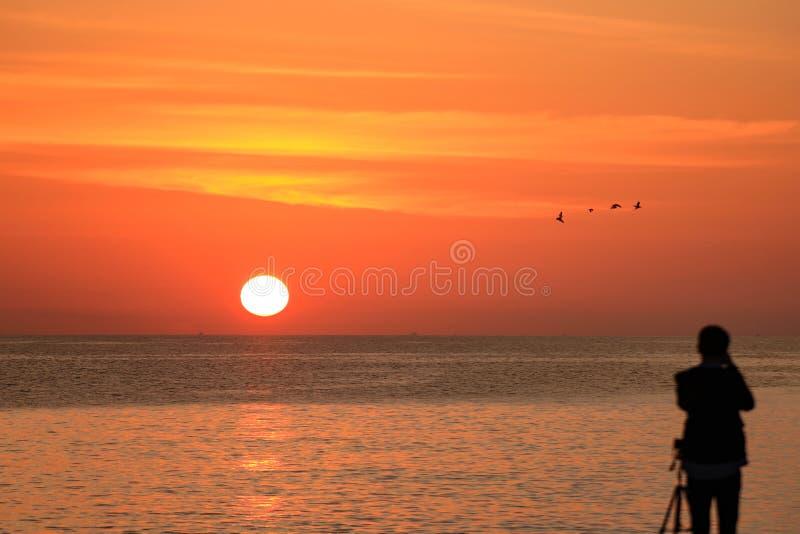Предыдущий поднимать солнца стоковая фотография