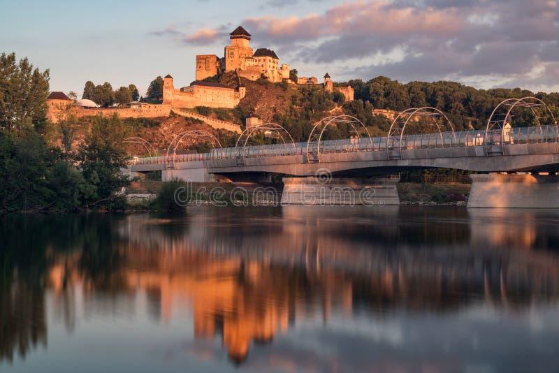 Предыдущий средневековый замок Trencin, Словакии стоковое изображение rf