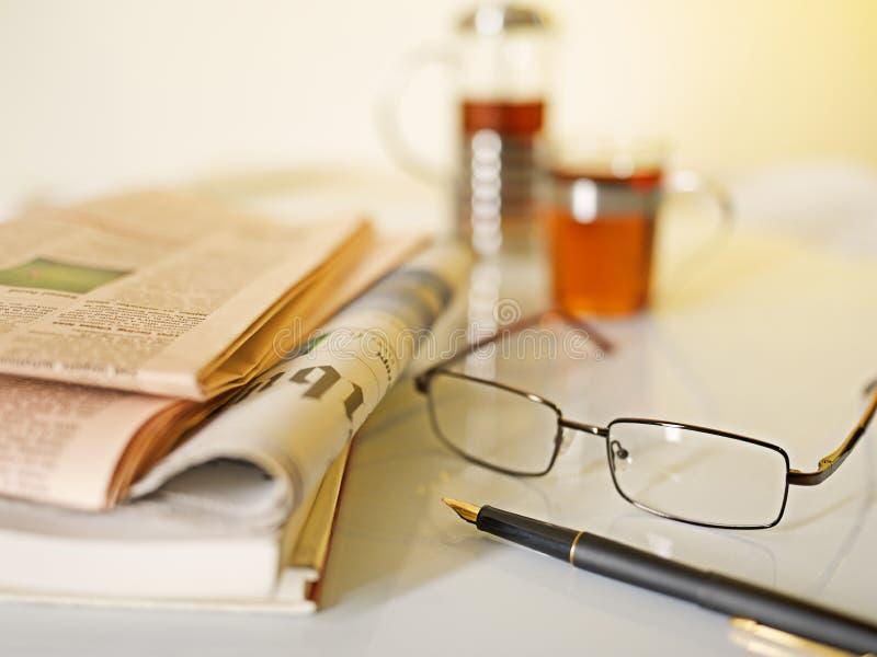 Прежний чай утра бизнесмена стоковое изображение