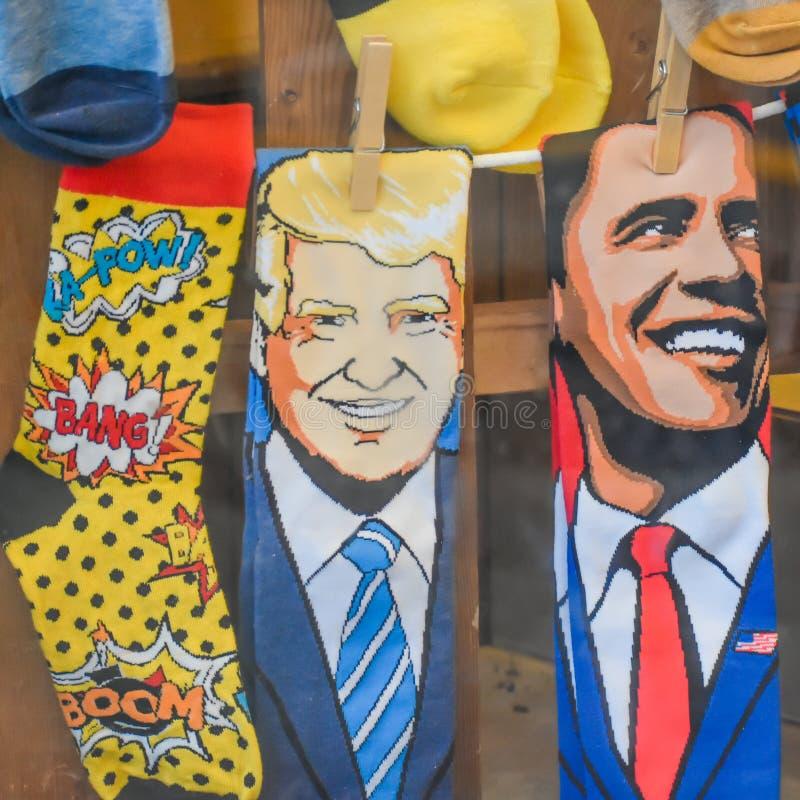 Президент Трамп и президент Обама смеются стоковые фотографии rf