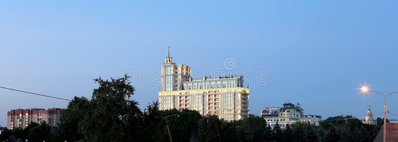 Президент Гостиница в взгляд ночи Москве, России стоковые изображения