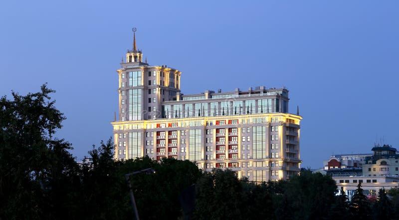 Президент Гостиница в взгляд ночи Москве, России стоковое фото