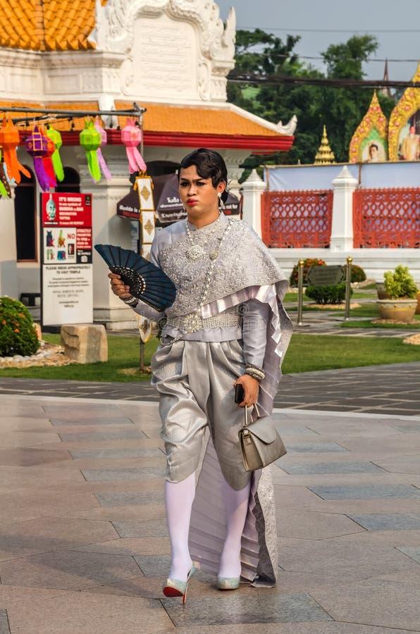 Прекрасная женщина в традиционном таиландском костюме в Бангкоке стоковые изображения rf