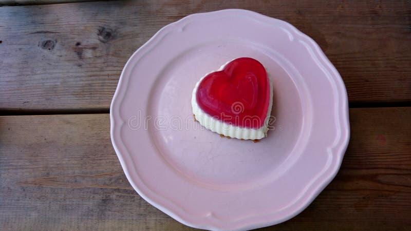 Прекрасный очень вкусный торт сердца стоковые изображения