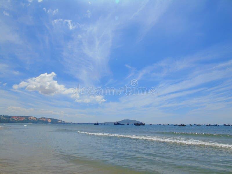 Прекрасный пейзаж для путешествий, солнечная природа пляжа стоковое изображение