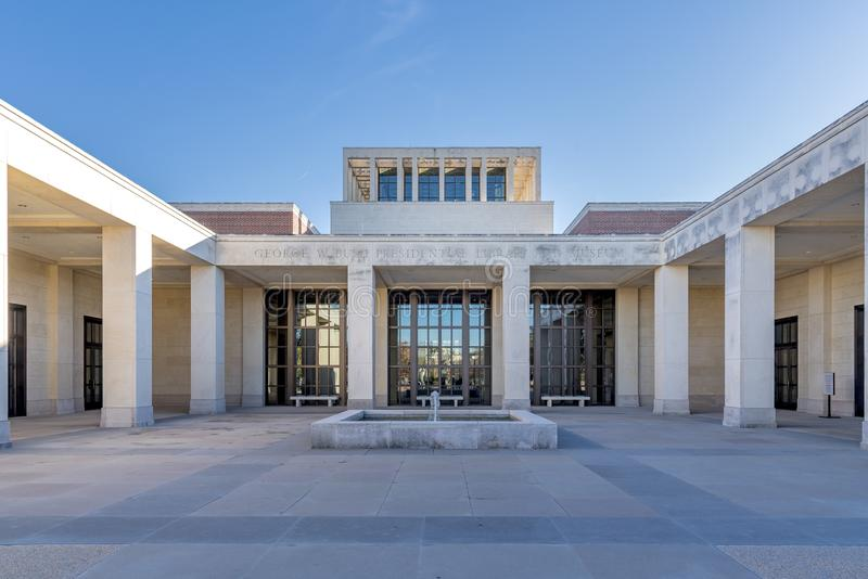 Прекрасный снимок музея под ясным небом в Далласе, штат Техас, США стоковое фото rf