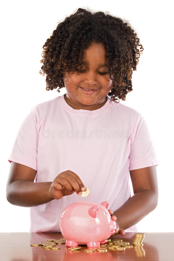 прелестный африканский класть piggbank девушки монетки стоковая фотография