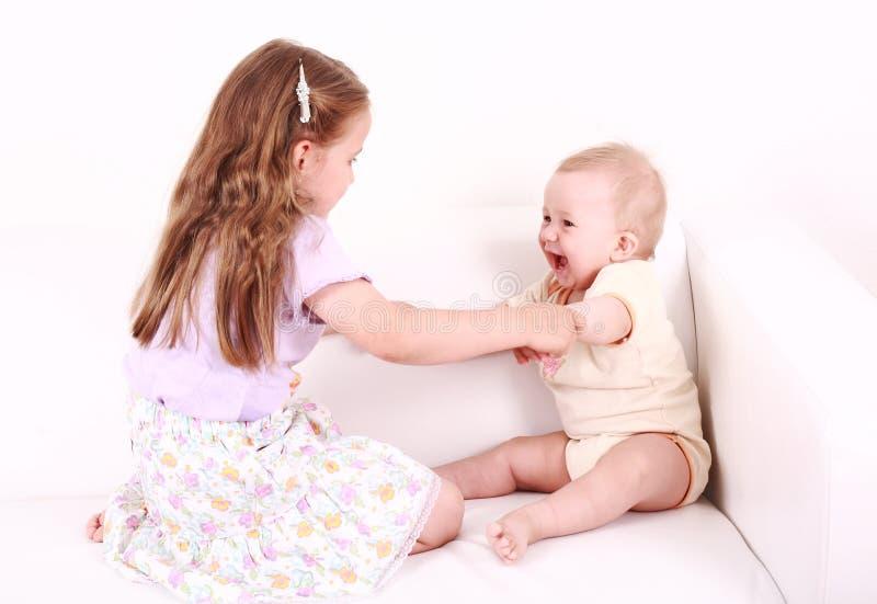 прелестный играть малышей стоковые изображения rf