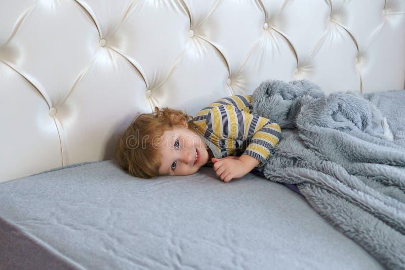 Прелестный маленький младенец стоковые фото
