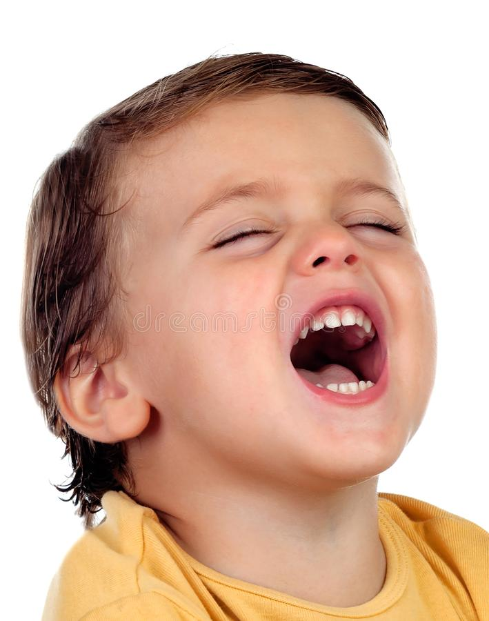 Прелестный малый ребенок 2 года старого при желтая футболка раскрывая h стоковые фотографии rf