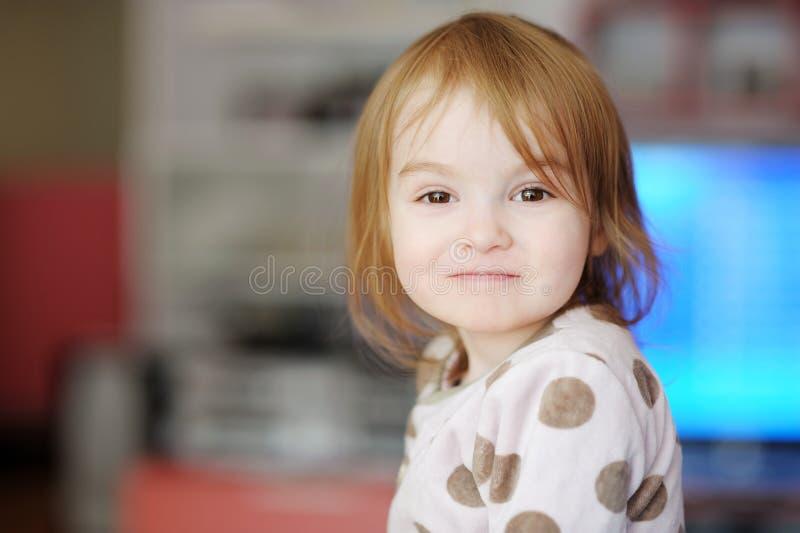 прелестный малыш портрета девушки стоковое изображение rf
