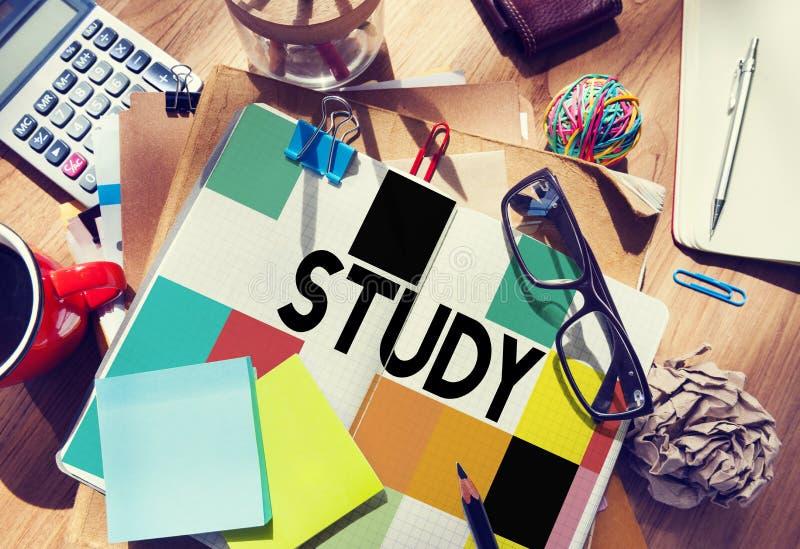 Премудрость знания образования исследования изучая концепцию стоковые фото
