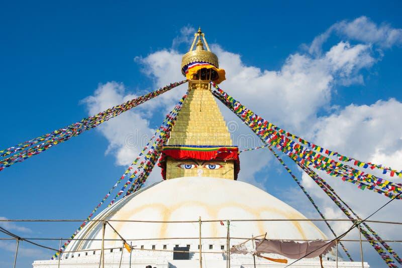 Премудрость наблюдает на ориентир ориентире stupa Boudhanath Непала стоковые фотографии rf
