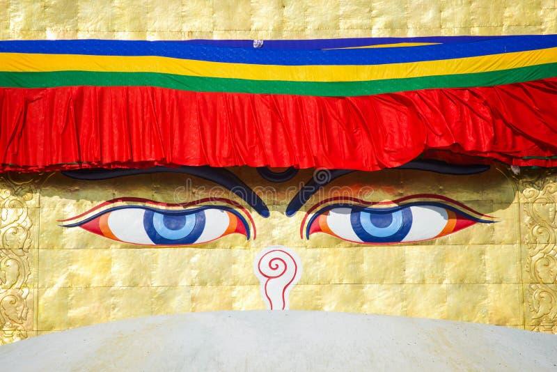 Премудрость наблюдает на ориентир ориентире stupa Boudhanath Непала стоковые изображения rf