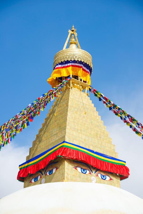 Премудрость наблюдает на ориентир ориентире stupa Boudhanath Непала стоковое изображение