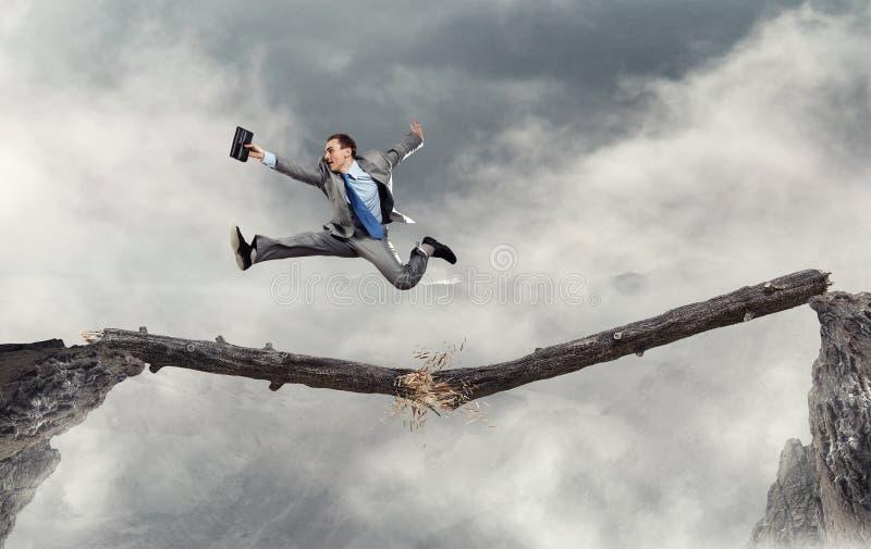 Download Преодолеванный страх отказа Мультимедиа Стоковое Изображение - изображение насчитывающей препона, свобода: 81808543