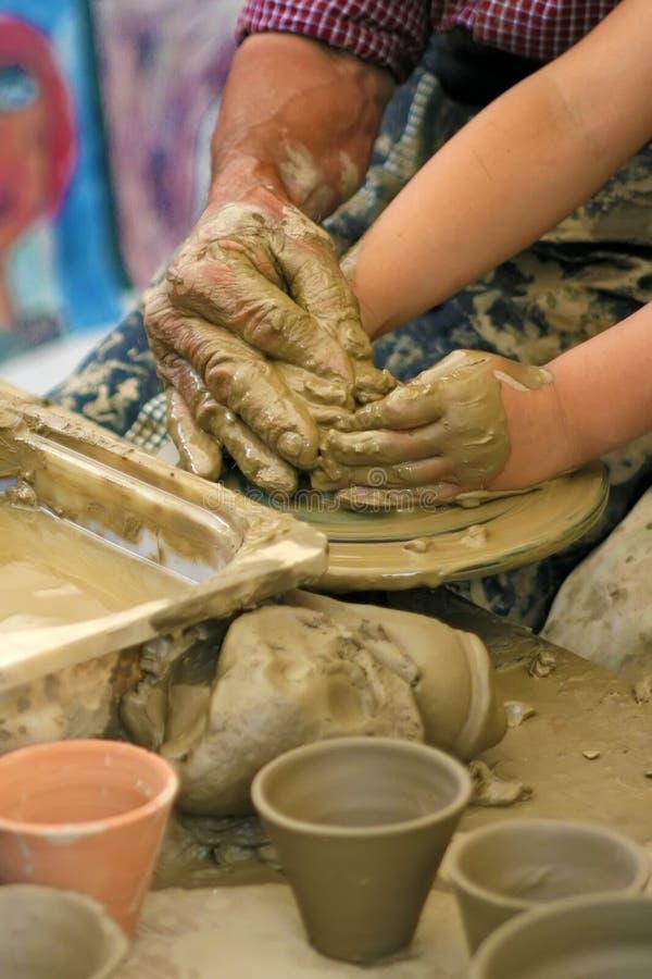 преподавательство горшечника глины стоковая фотография