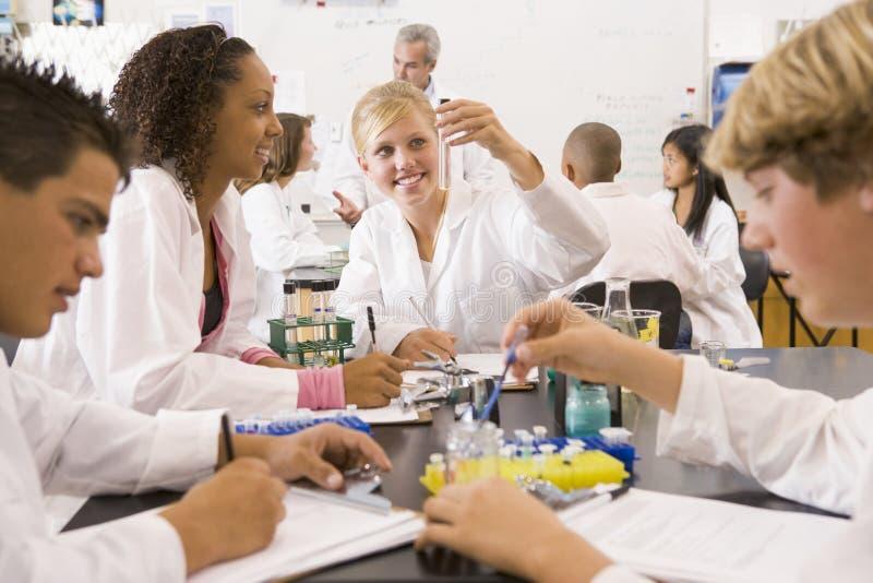 преподаватель точных наук школы типа детей их стоковая фотография rf
