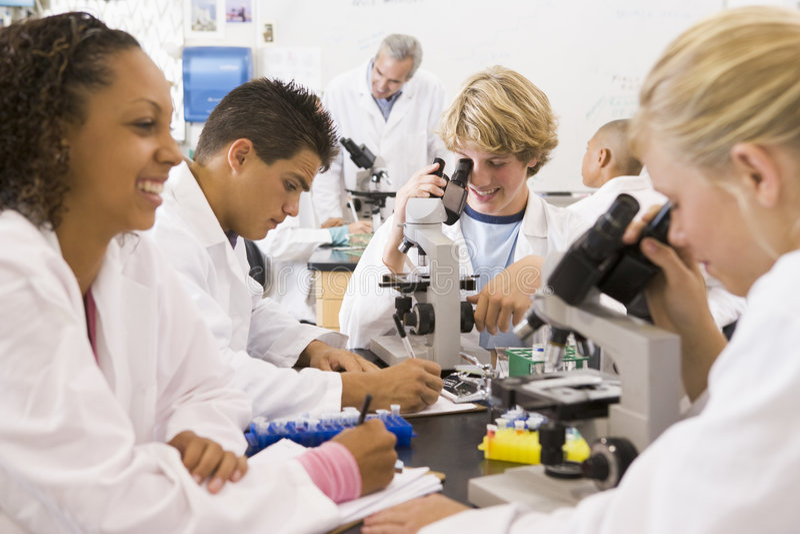 преподаватель точных наук школы типа детей их стоковое изображение rf