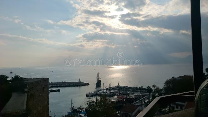 препятствуемое солнце shine стоковое изображение rf