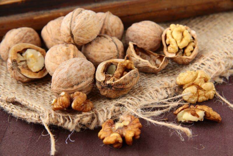 Download прерванные грецкие орехи все Стоковое Фото - изображение насчитывающей макрос, группа: 17624250