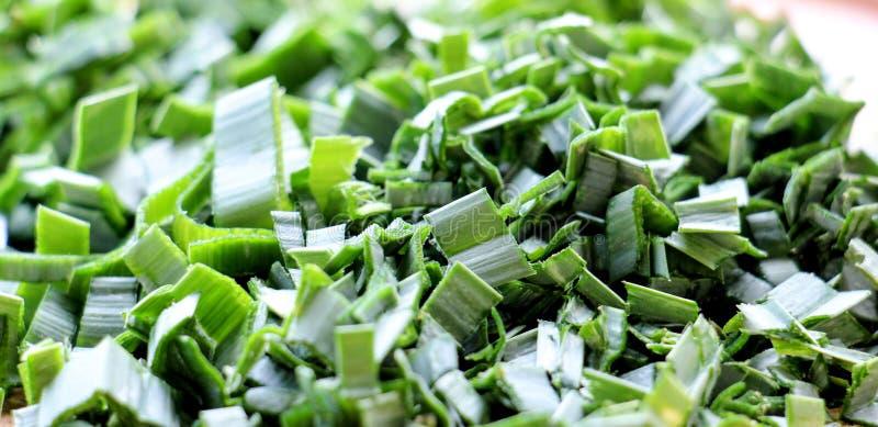 прерванные зеленые луки лук-порей, текстура стоковое фото