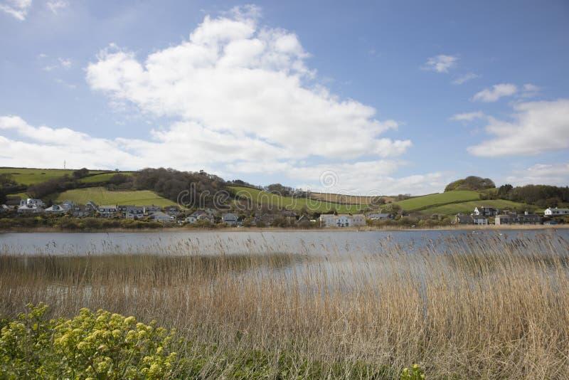 Пресноводное озеро на Slapton Ley в южном Девоне Англии стоковое изображение