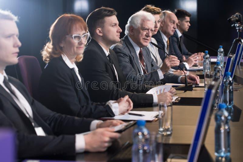 Пресс-конференция полностью стоковое фото