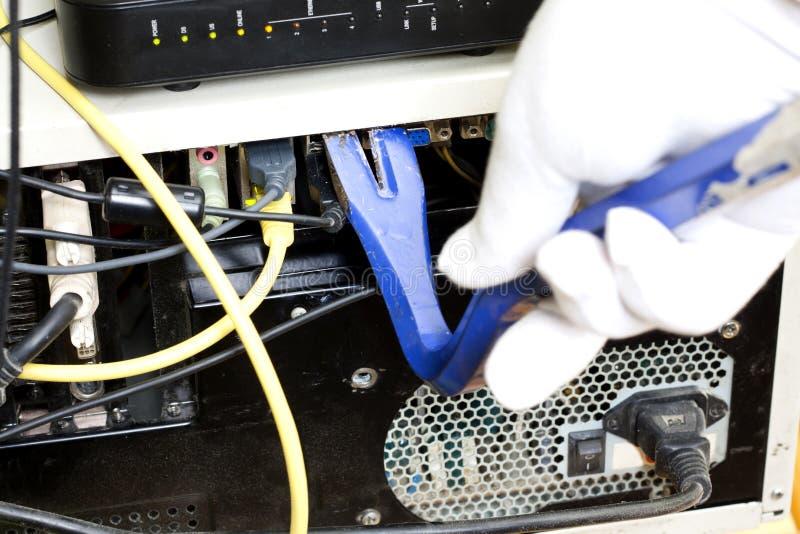 Преступление в компьютерной сфере очковтирательства с хакером и ломом стоковое изображение rf