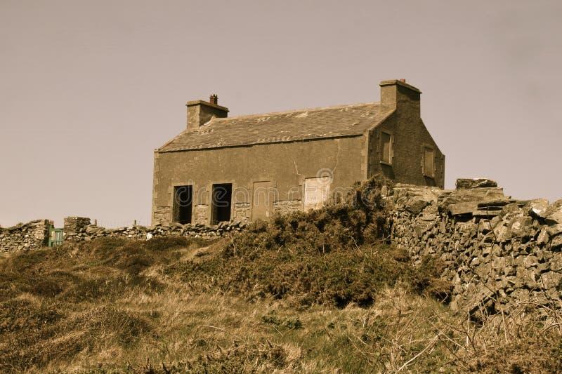Преследовать дом на холме стоковое изображение rf
