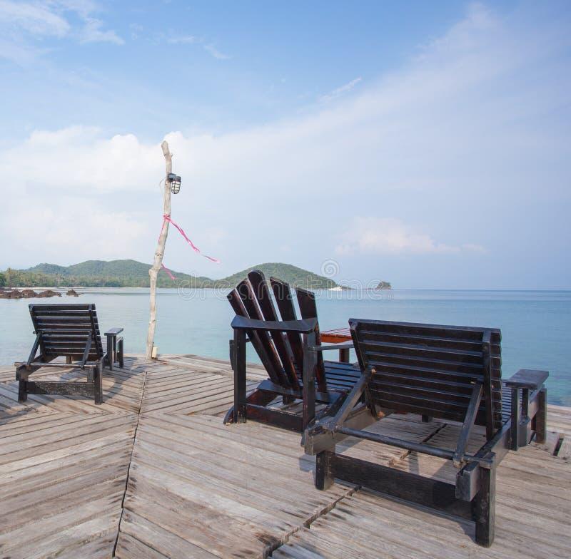 Предводительствует древесину с взглядом острова стоковое фото rf