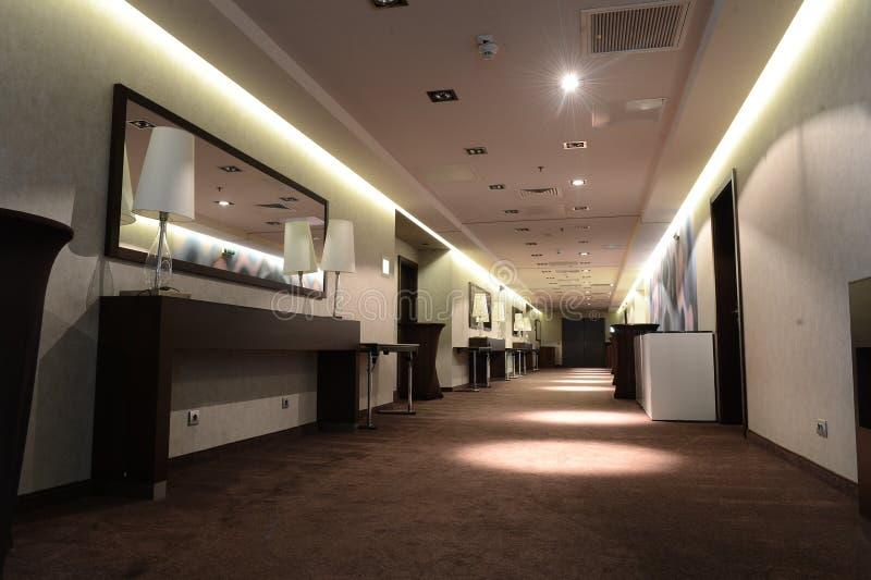 предводительствует whit таблицы соф лобби гостиницы стоковая фотография rf