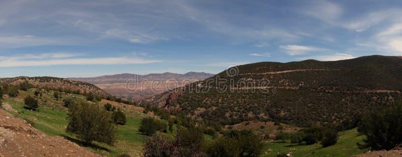 Предгорья панорамы атласа стоковые фото