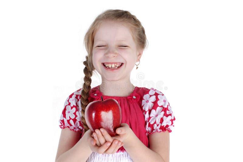 Прелестная маленькая девочка с яблоком стоковая фотография