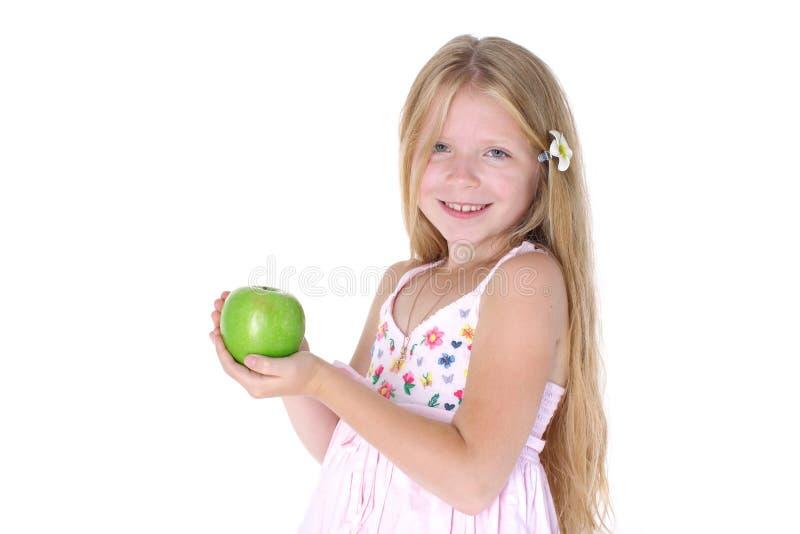 Прелестная маленькая девочка с яблоком стоковое изображение rf