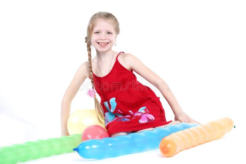 Прелестная маленькая девочка 8-ти летняя с баллоном воздуха стоковое фото rf