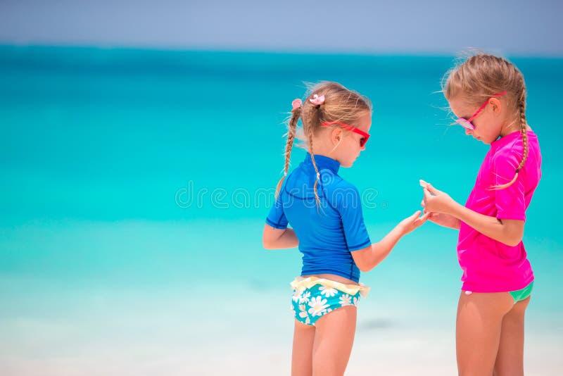фото маленькие девочки на пляже