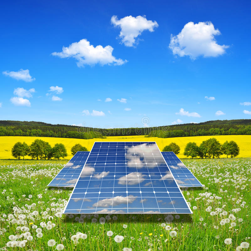 предмет изолированный энергией обшивает панелями солнечное стоковое фото