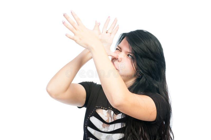 Предназначенная для подростков девушка делая смешную сторону стоковое фото