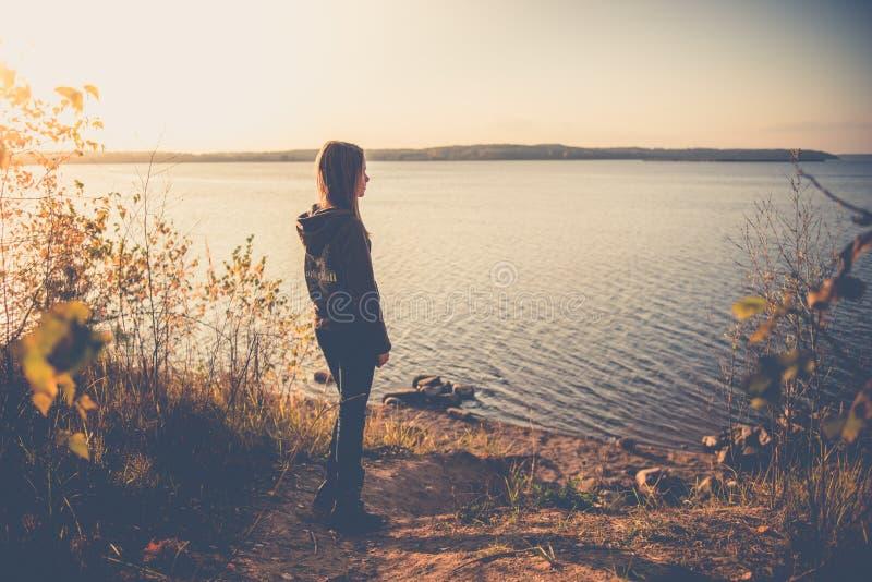 Предназначенная для подростков девушка самостоятельно стоковое изображение rf