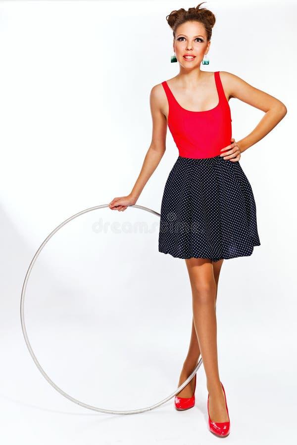 Предназначенная для подростков девушка с обручем hula стоковые изображения rf